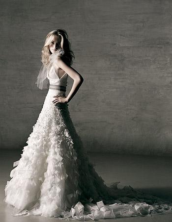 4ea9e81dbf3ed31c_weddingdresses2011.onsugar.com_monique_lhuillier_wedding_dresses