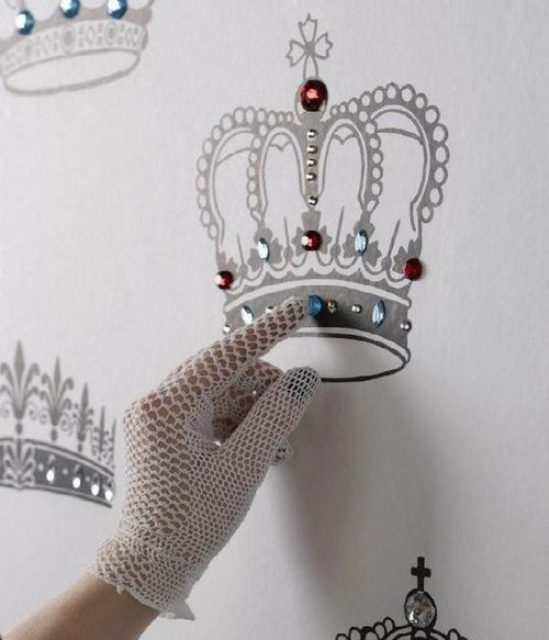 Luxury-jewels-crowns-wallpaper-design